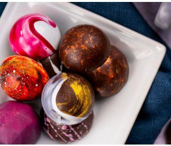 Classic Box of 16 Chocolate Bonbons