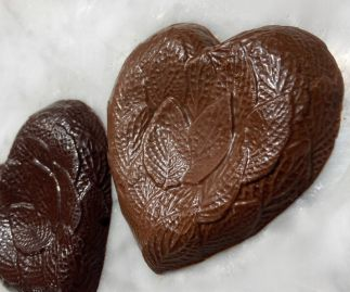 Vegan M*lk Chocolate Leafy Detailed Heart
