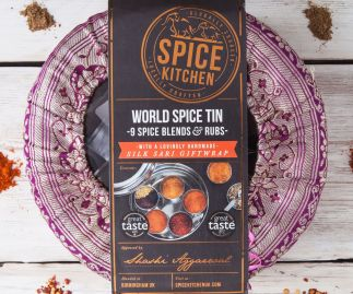 WORLD SPICE BLENDS & BBQ RUBS SPICE TIN WITH SARI WRAP | 9 SPICE BLENDS